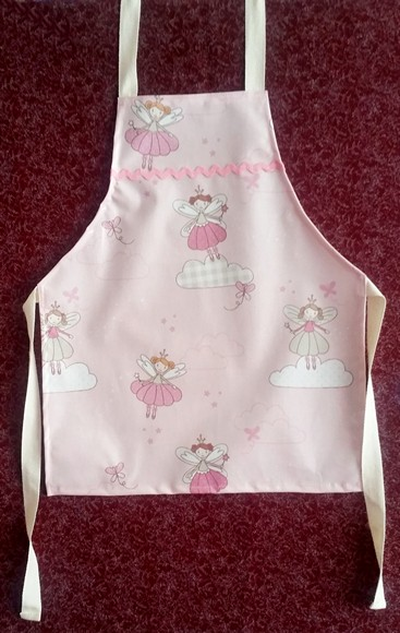 easy wipe apron for children
